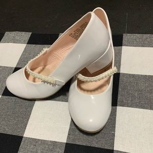 Girls white patent leather shoes size 4M